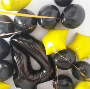 Черный шар цифра 4 с желтыми звездами