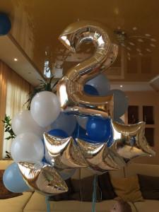 Серебряный воздушный шар цифра 2
