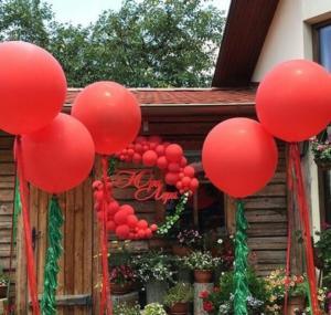 Большие красные воздушные шары