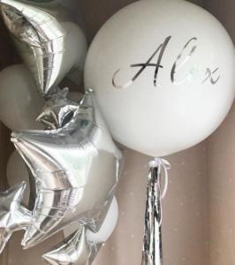 Большой воздушный шар белого цвета