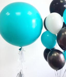 Большой воздушный шар бирюзового цвета