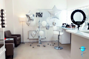 Фотозона из шаров на открытие студии