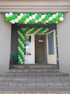 Гирлянда из шаров на открытие аптеки