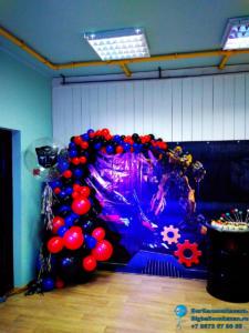 Фотозона из воздушных шаров в стиле трансформер