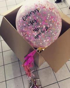 коробка сюрприз с подарком