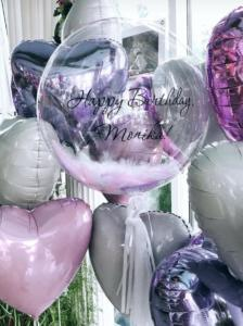 прозрачный шар с перьями и надписью
