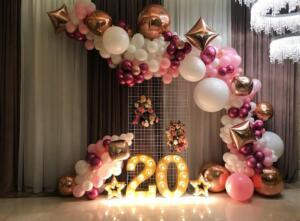 Потрясающая фотозона с разнокалиберными шарами