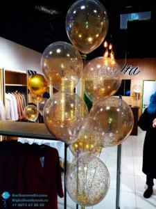 Фонтан из воздушных шаров с золотыми конфетти