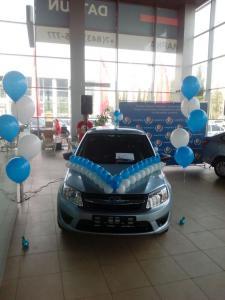 Украшение автомобиля воздушными шарами