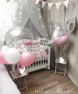 Украшение кроватки воздушными шарами на выписку девочки