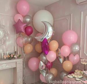 выписка из роддома и шарики розового цвета