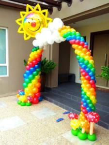 Радужная арка из шаров на выпускной в детский сад