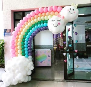 Украшение зала воздушными шарами на выпускной